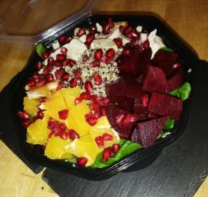 salade repas de quinoa-betterave rouge,orange - Le Croc Corner - Waterloo