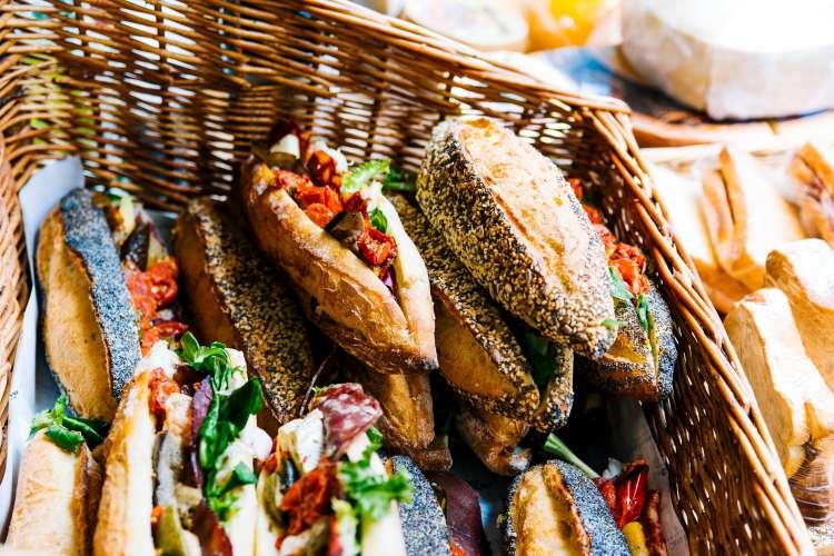 sandwicherie-aan-tafel-zellik-12