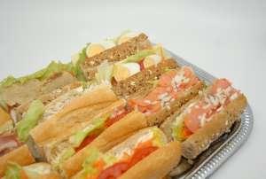 1/4 stokbroodjes of kaiserbroodjes (3 stuks / pers.) - Quadratura - Geel